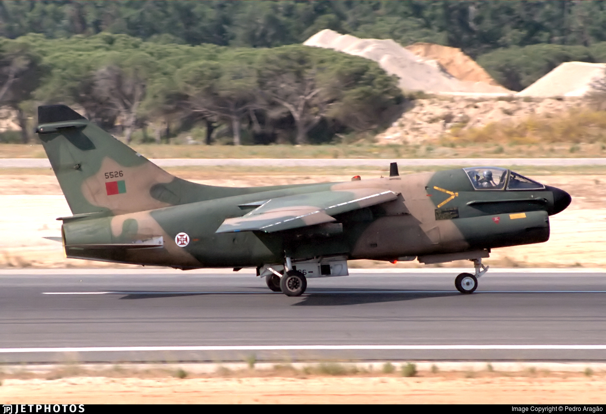 5526 - LTV A-7P Corsair II - Portugal - Air Force