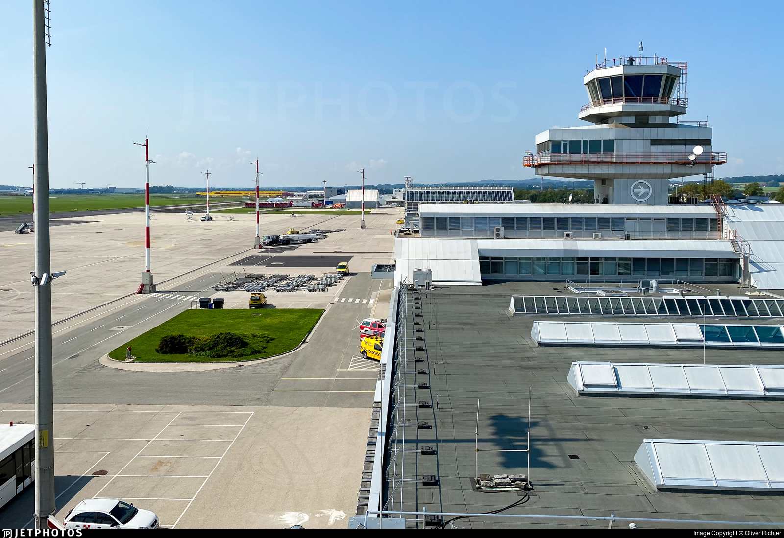 LOWL - Airport - Airport Overview