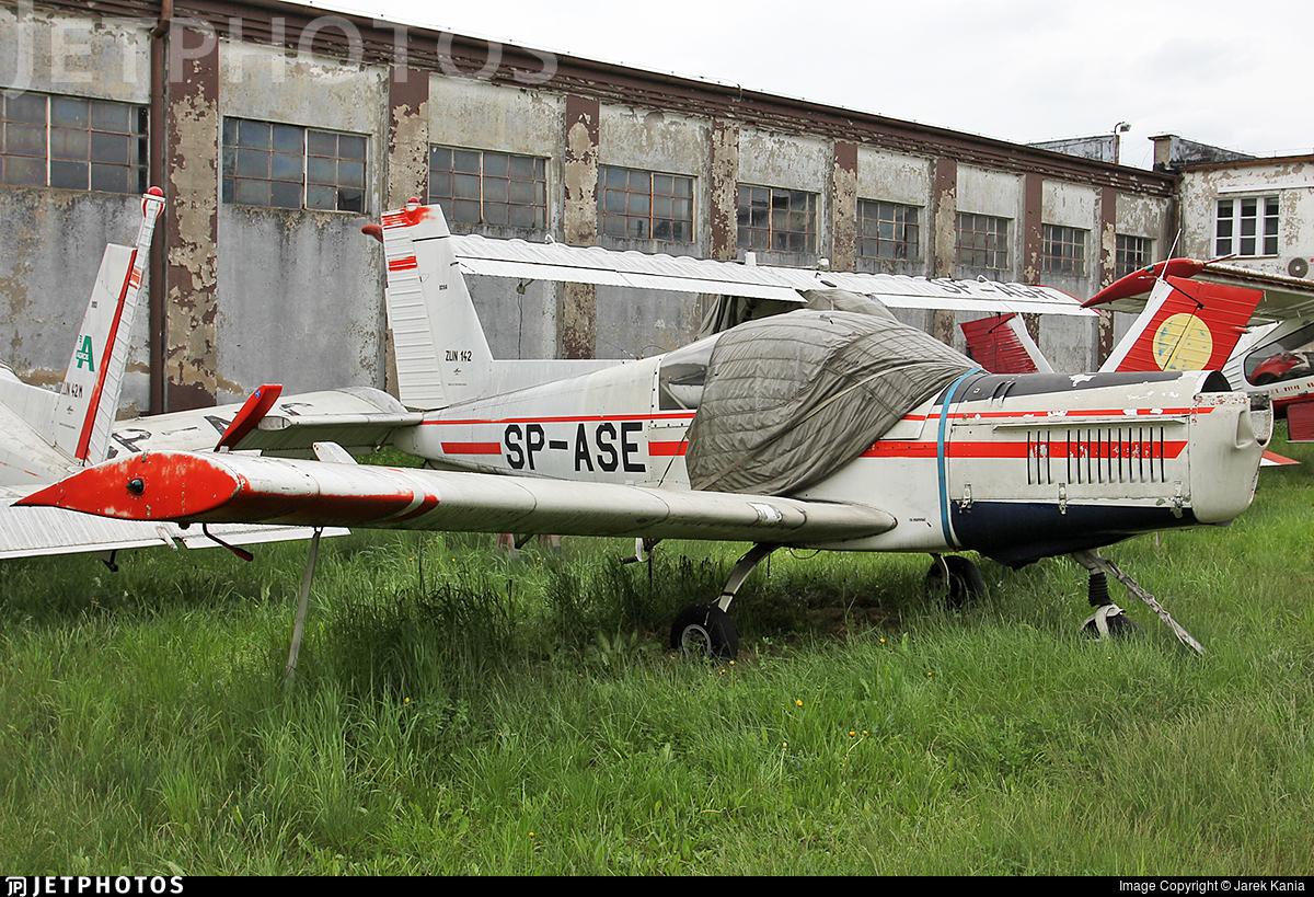 SP-ASE - Zlin 142 - Private