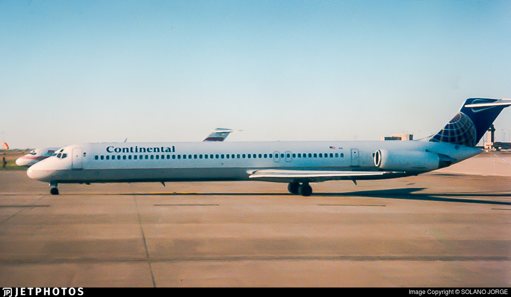 - McDonnell Douglas MD-82 - Continental Airlines