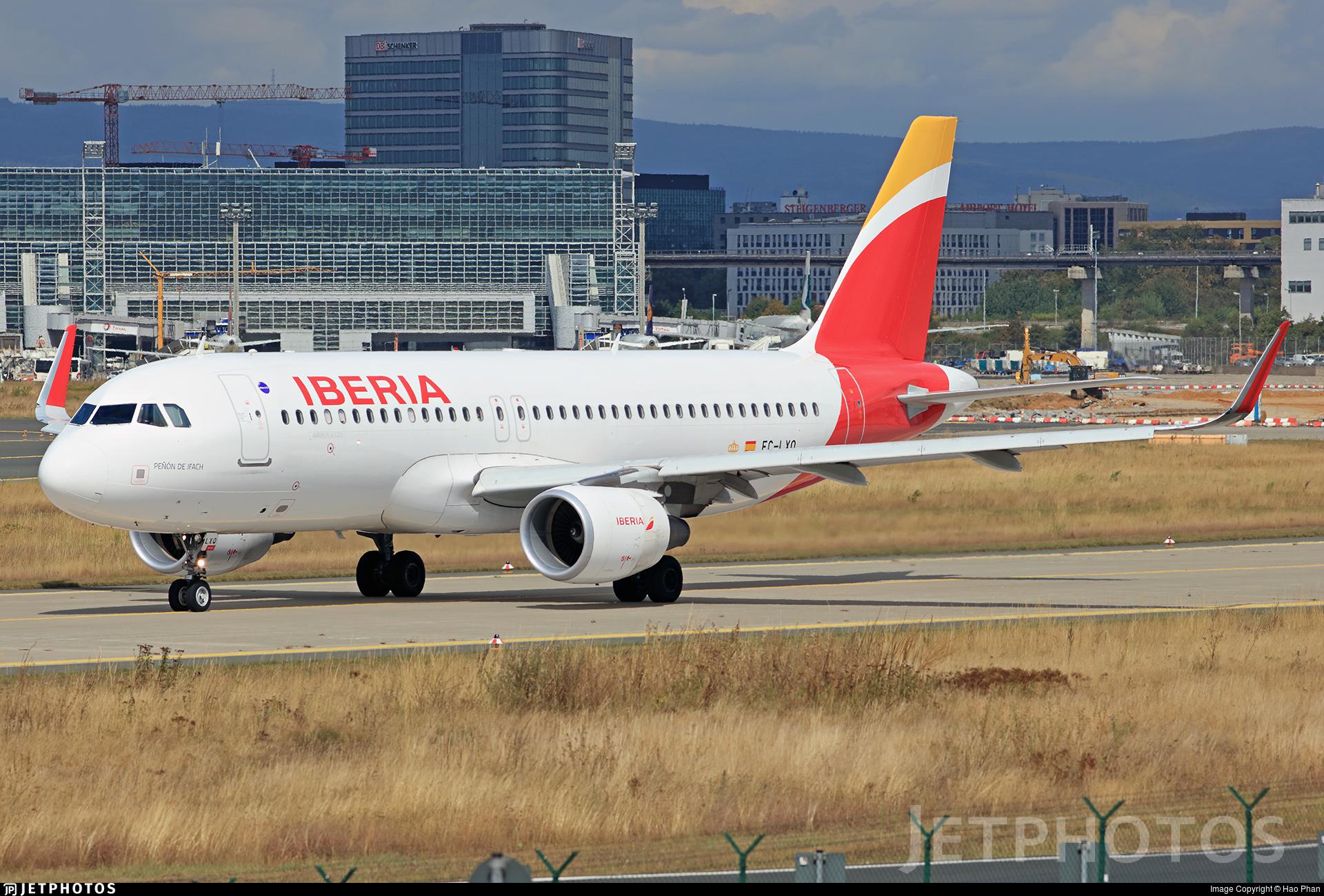 EC-LXQ - Airbus A320-216 - Iberia