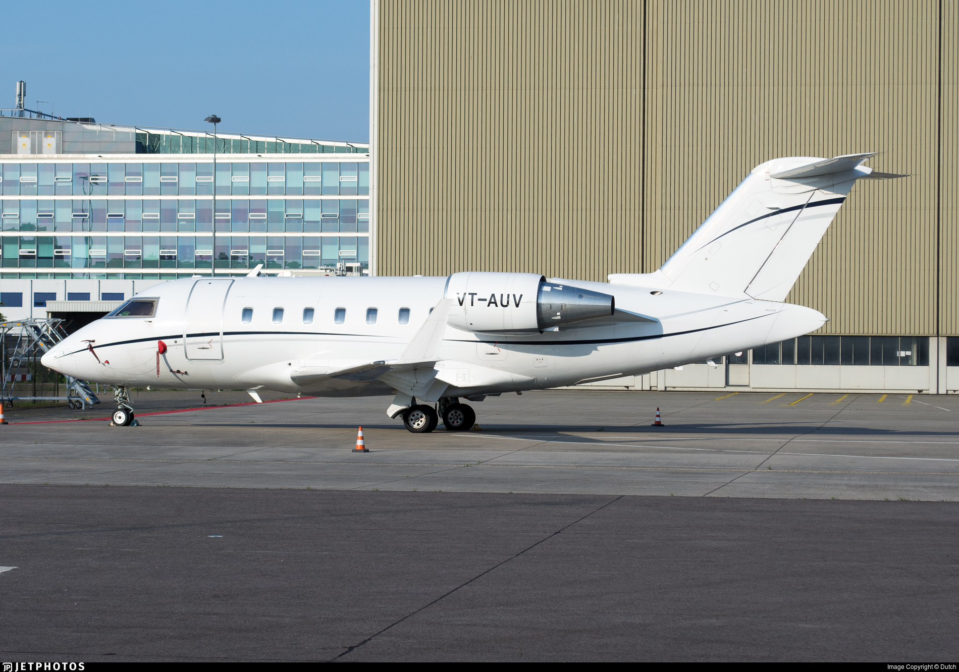 VT-AUV - Bombardier CL-600-2B16 Challenger 605 - Private