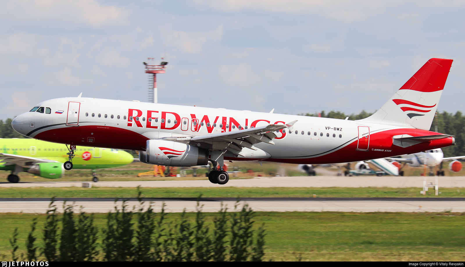 VP-BWZ - Airbus A320-232 - Red Wings