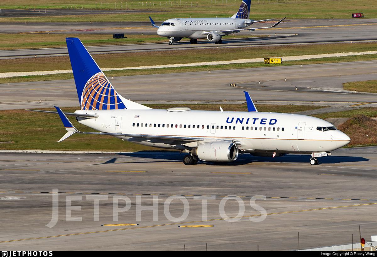 N24736 - Boeing 737-724 - United Airlines