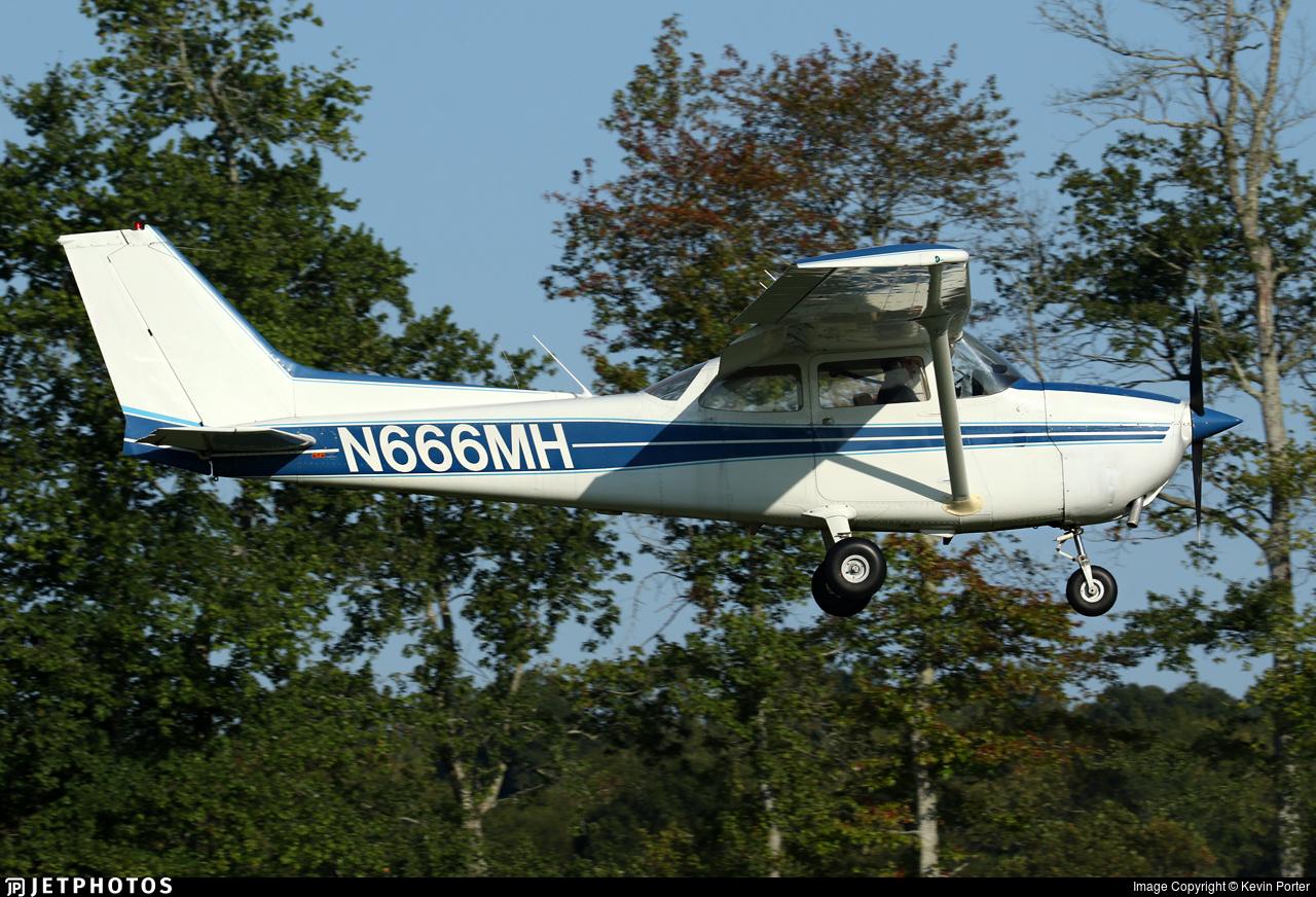 N666MH - Cessna 172M Skyhawk II - Private