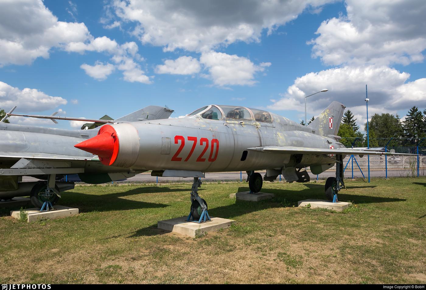 2720 - Mikoyan-Gurevich MiG-21U Mongol A - Poland - Air Force