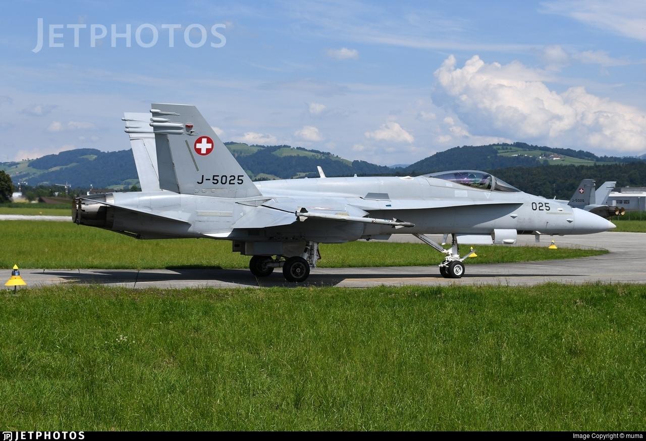 J-5025 - McDonnell Douglas F-18C Hornet - Switzerland - Air Force
