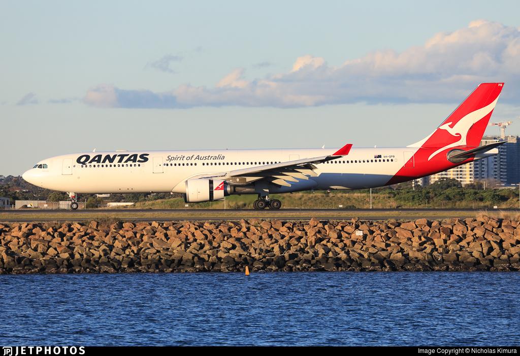 VH-QPB - Airbus A330-303 - Qantas
