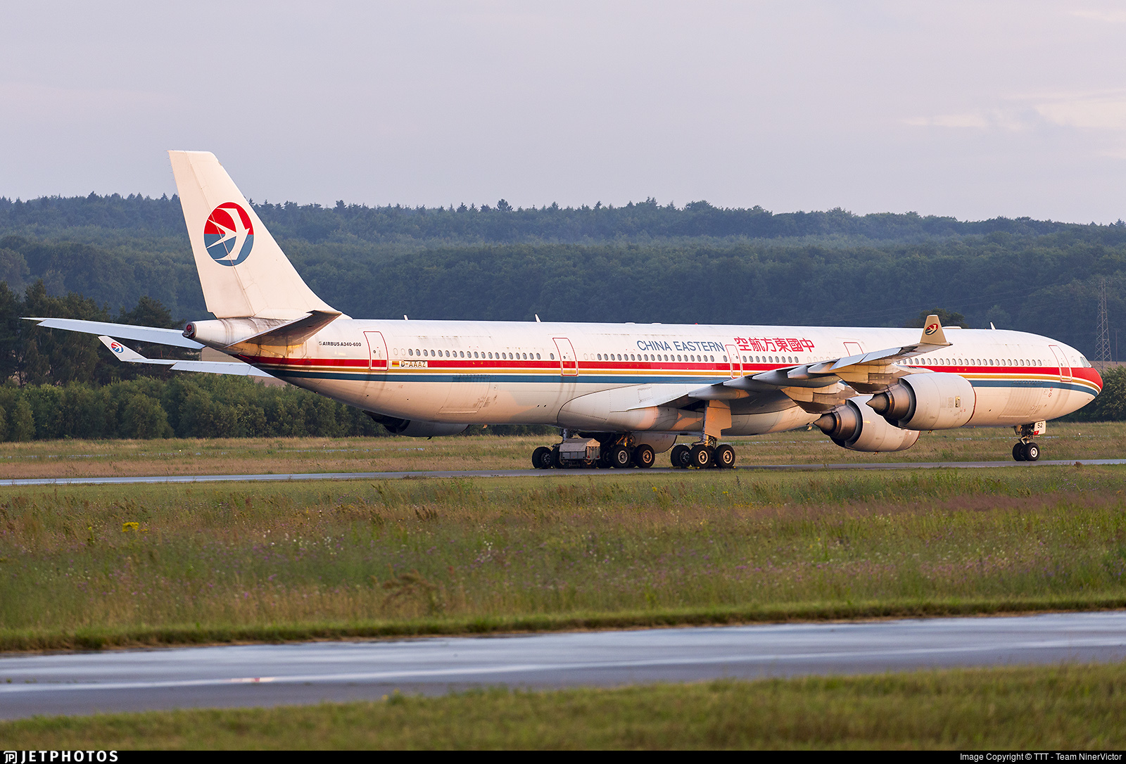 D-AAAZ - Airbus A340-642 - China Eastern Airlines