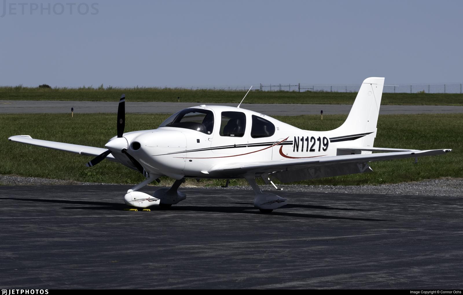 N11219 - Cirrus SR22 - Private
