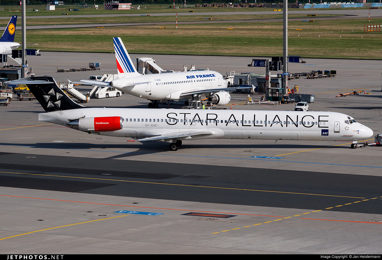 OY-KHE - McDonnell Douglas MD-82 - Spanair