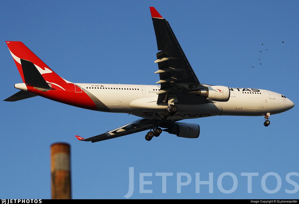 VH-EBM - Airbus A330-202 - Qantas