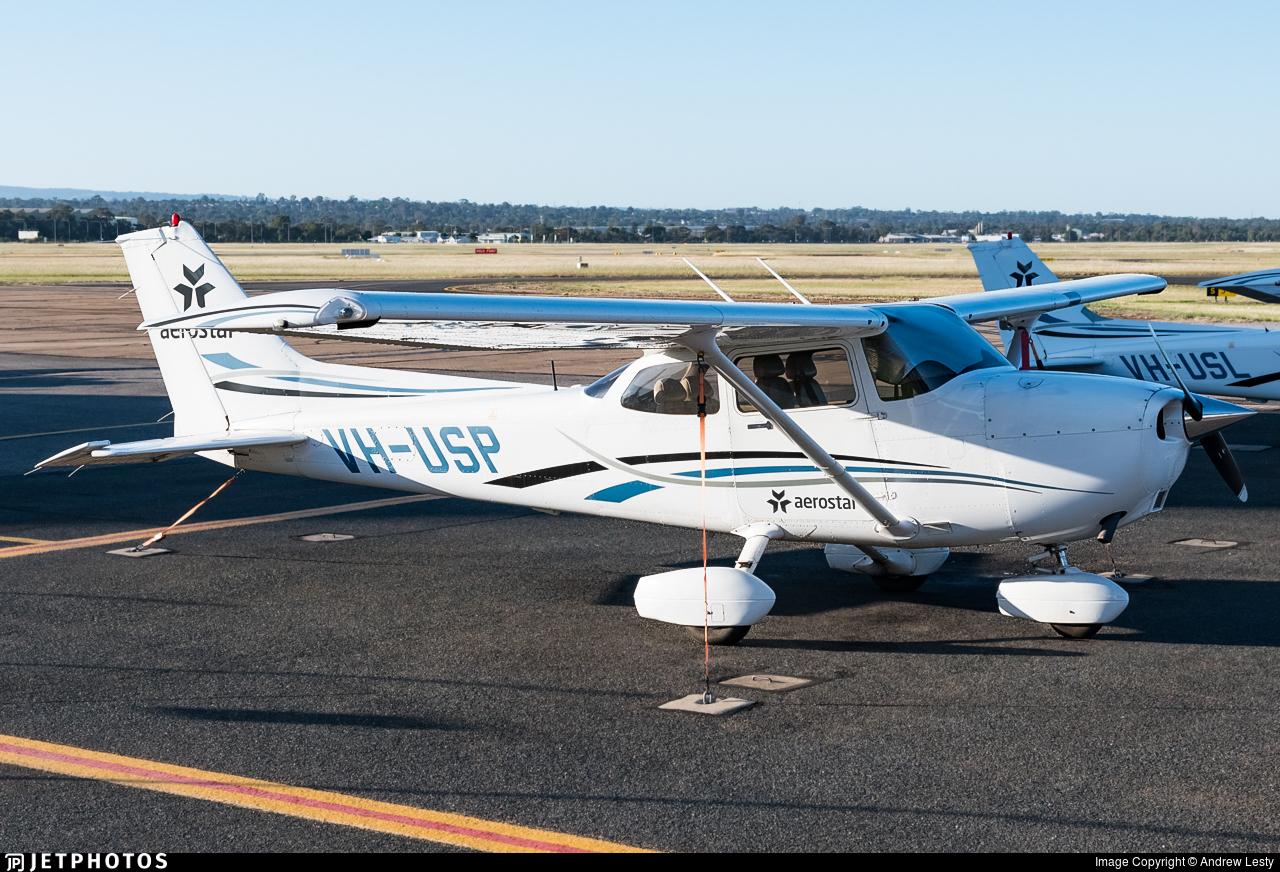 VH-USP - Cessna 172S Skyhawk SP - University of South Australia