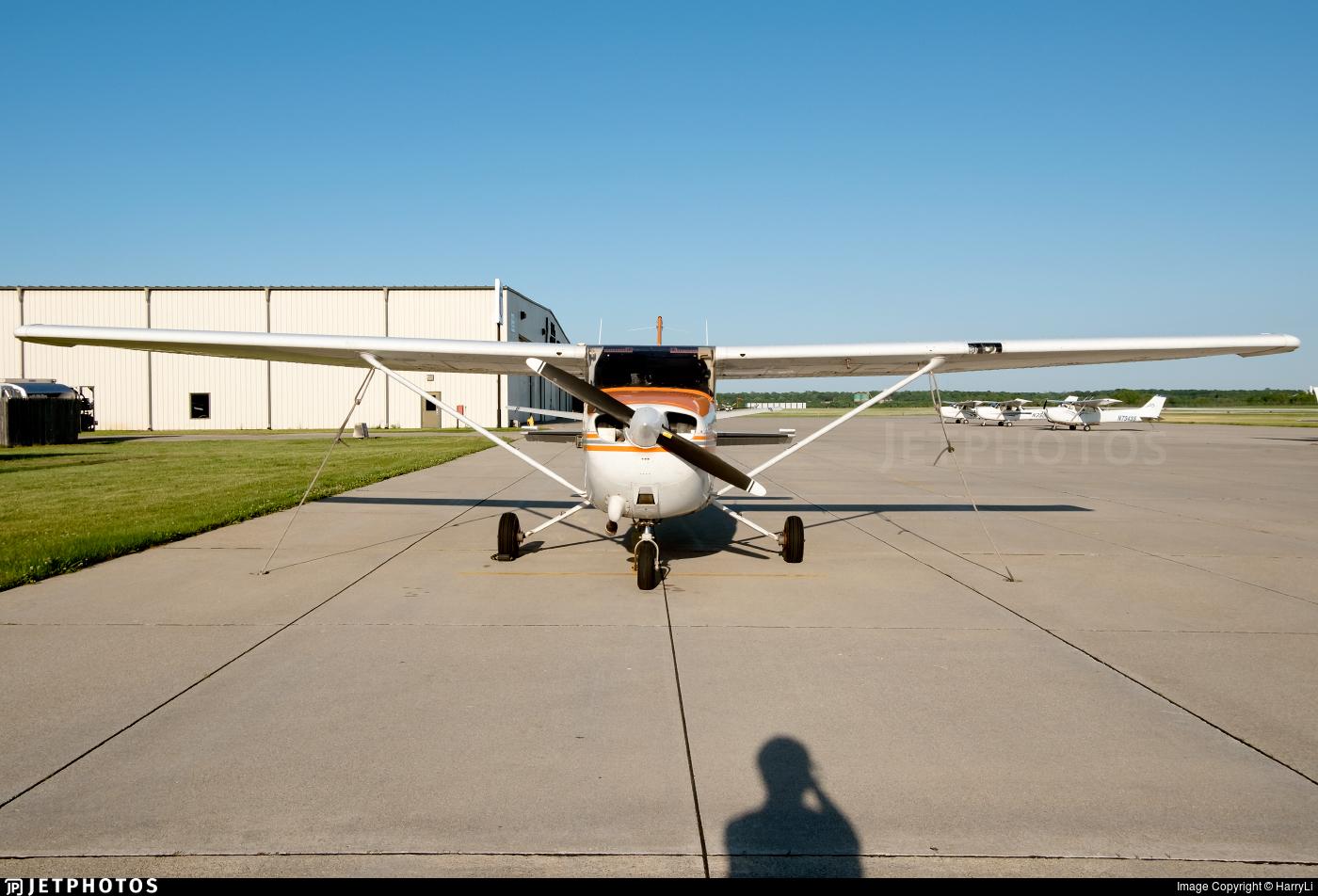 N64915 - Cessna 172P Skyhawk - Private