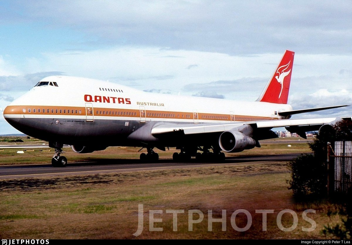 VH-EBL - Boeing 747-238B - Qantas