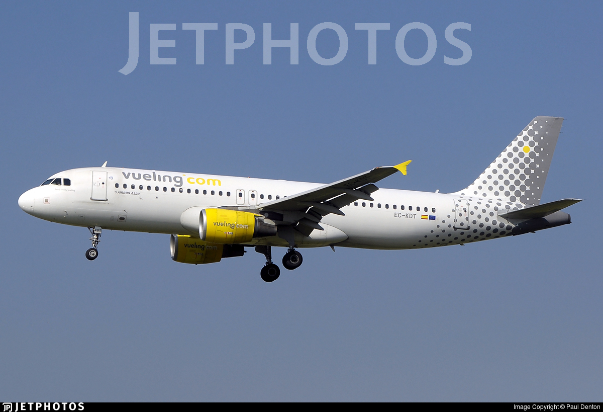 EC-KDT - Airbus A320-216 - Vueling