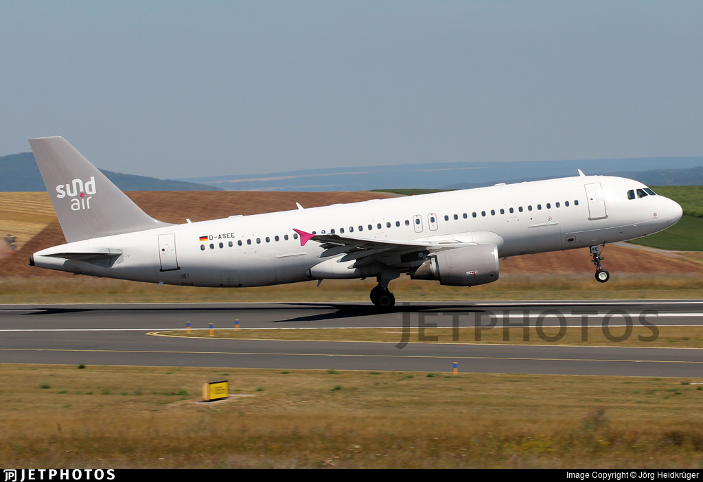 D-ASEE - Airbus A320-214 - SundAir