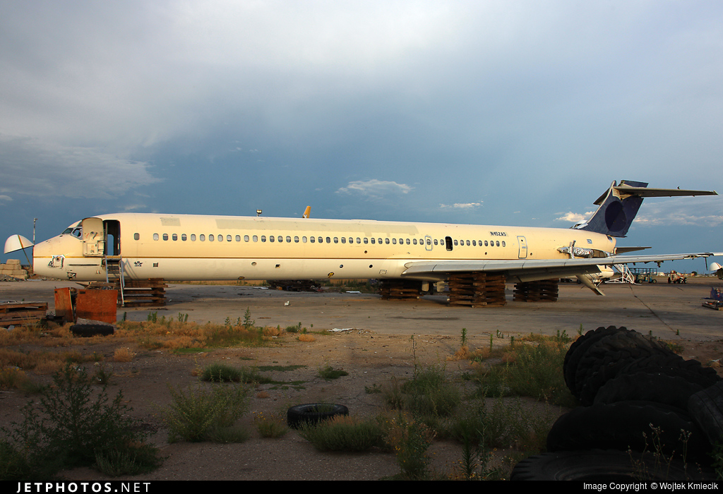 N452AS - McDonnell Douglas MD-90-30 - Untitled