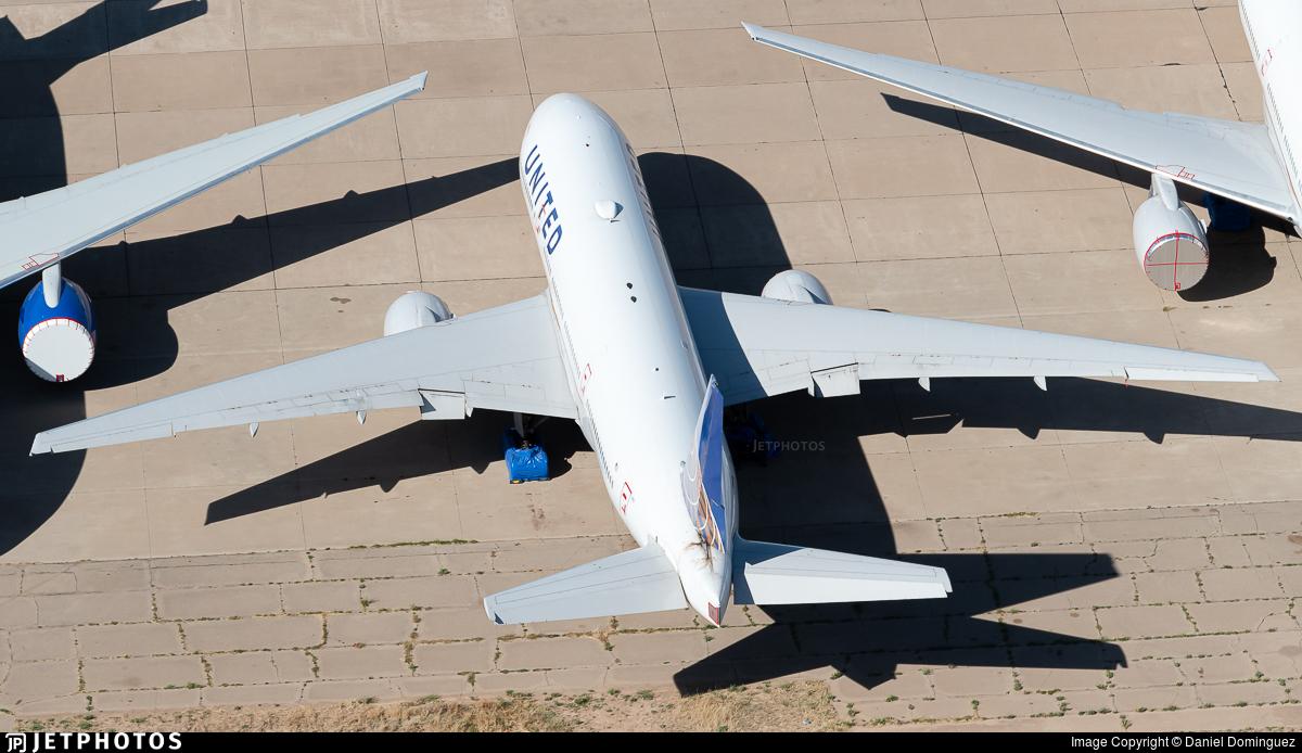 N216UA - Boeing 777-222(ER) - United Airlines
