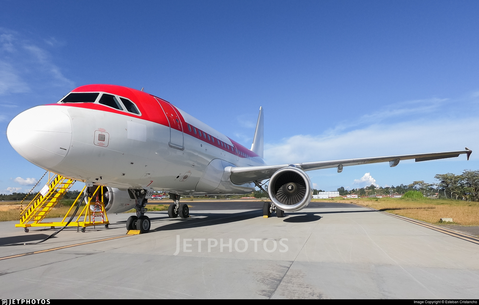 N595EL - Airbus A318-111 - Untitled