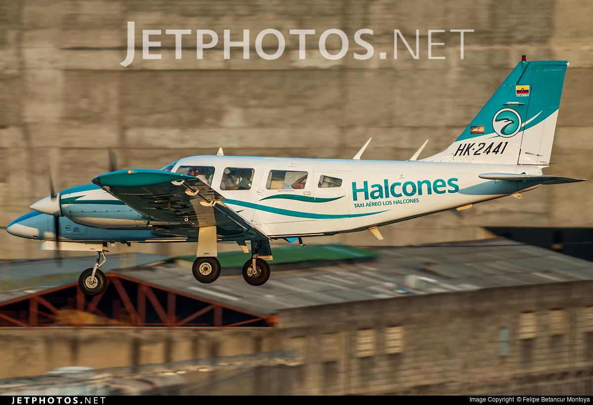 HK-2441 - Piper PA-34-200T Seneca II - Escuela de Aviación