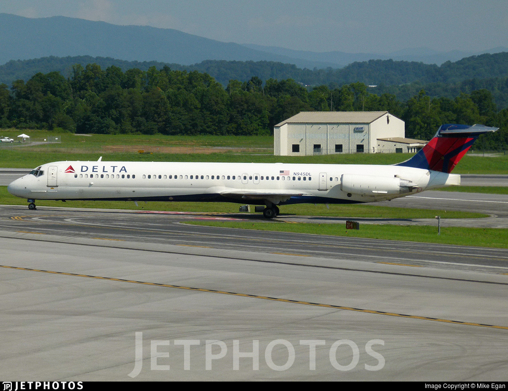 N945DL - McDonnell Douglas MD-88 - Delta Air Lines