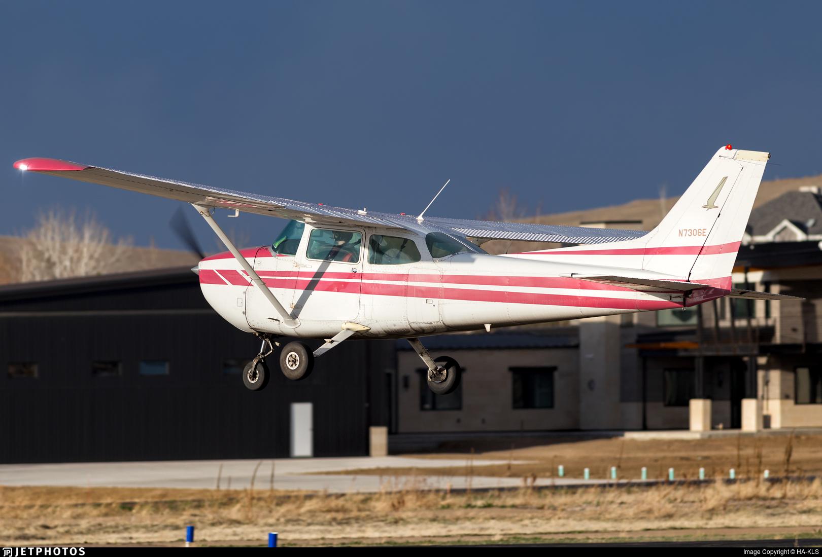 N7306E - Cessna 172N Skyhawk II - Private