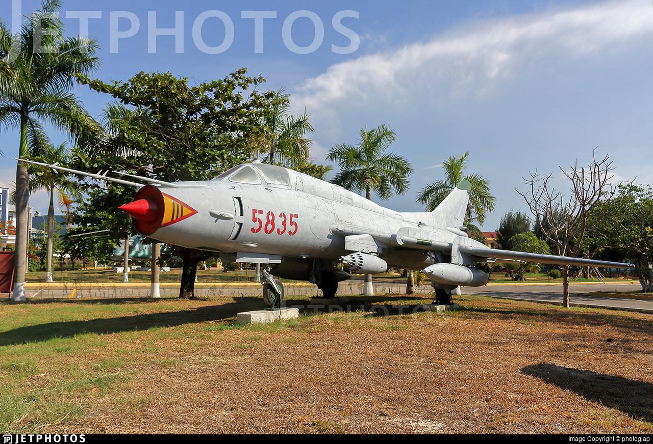 5835 - Sukhoi Su-22M2 Fitter F - Vietnam - Air Force
