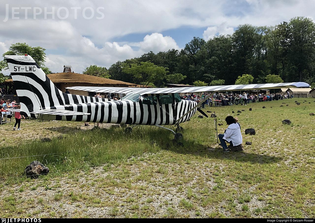 HB-CYC - Cessna 172RG Cutlass RG - Private