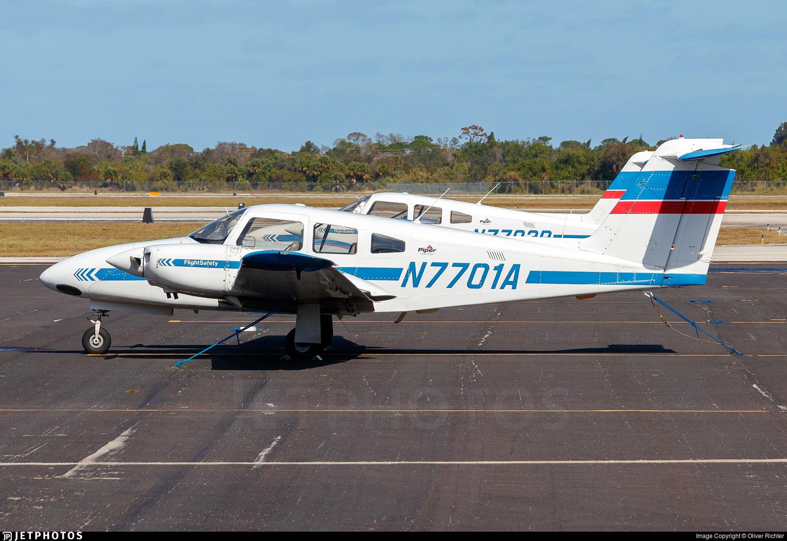 N7701A - Piper PA-44-180 Seminole - Flight Safety International