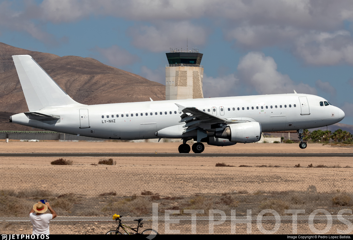LY-NVZ - Airbus A320-214 - Thomas Cook Airlines (Avion Express)