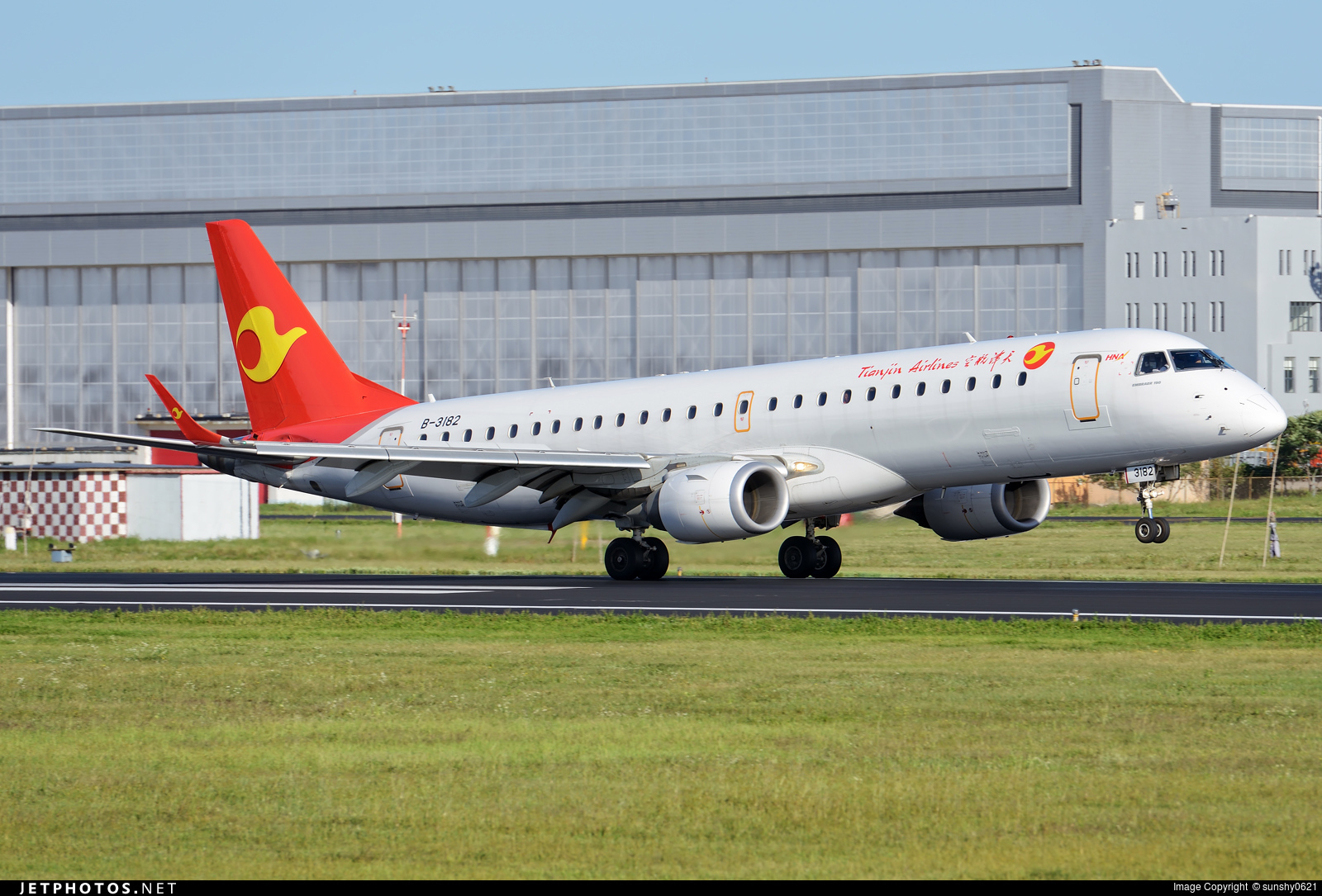 B 3182 Embraer 190 100lr Tianjin Airlines Sunshy0621 Jetphotos Airport