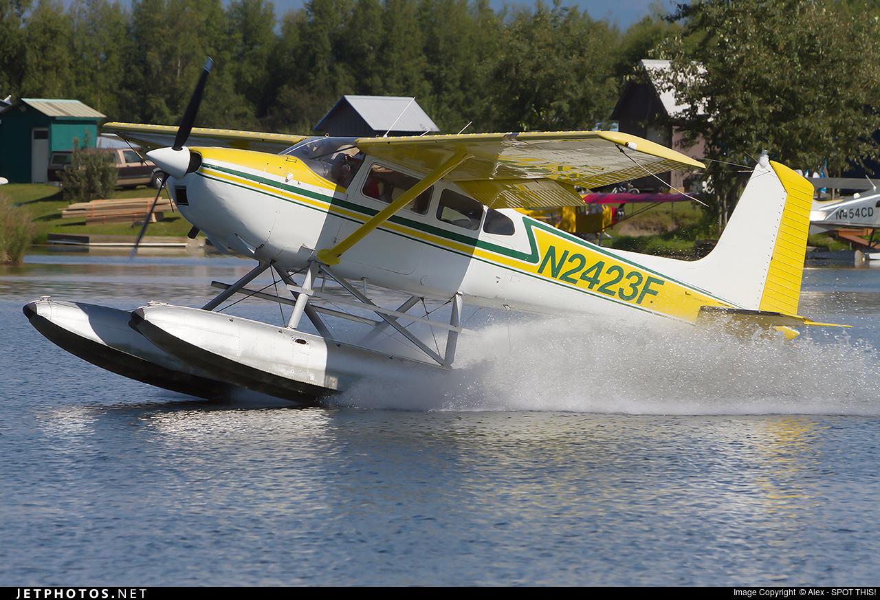 N2423F - Cessna 180H Skywagon - Private