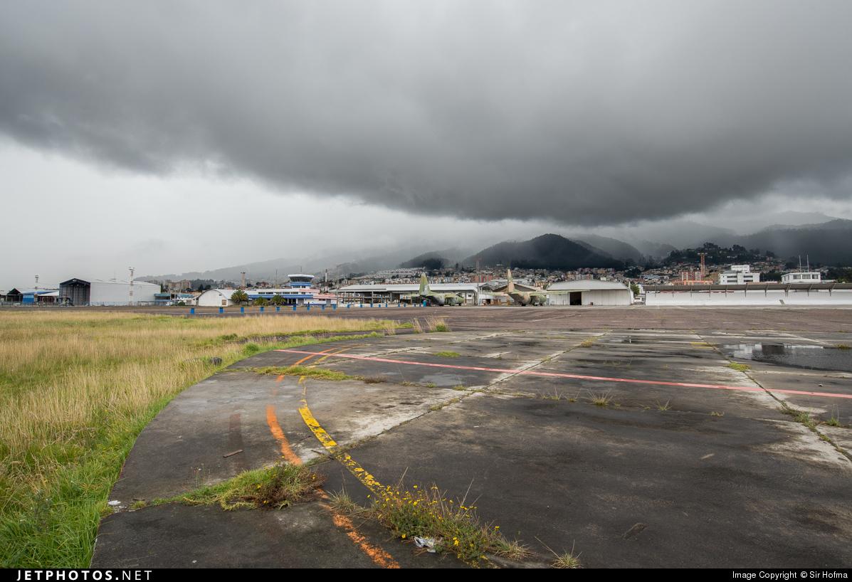 SEQU - Airport - Ramp