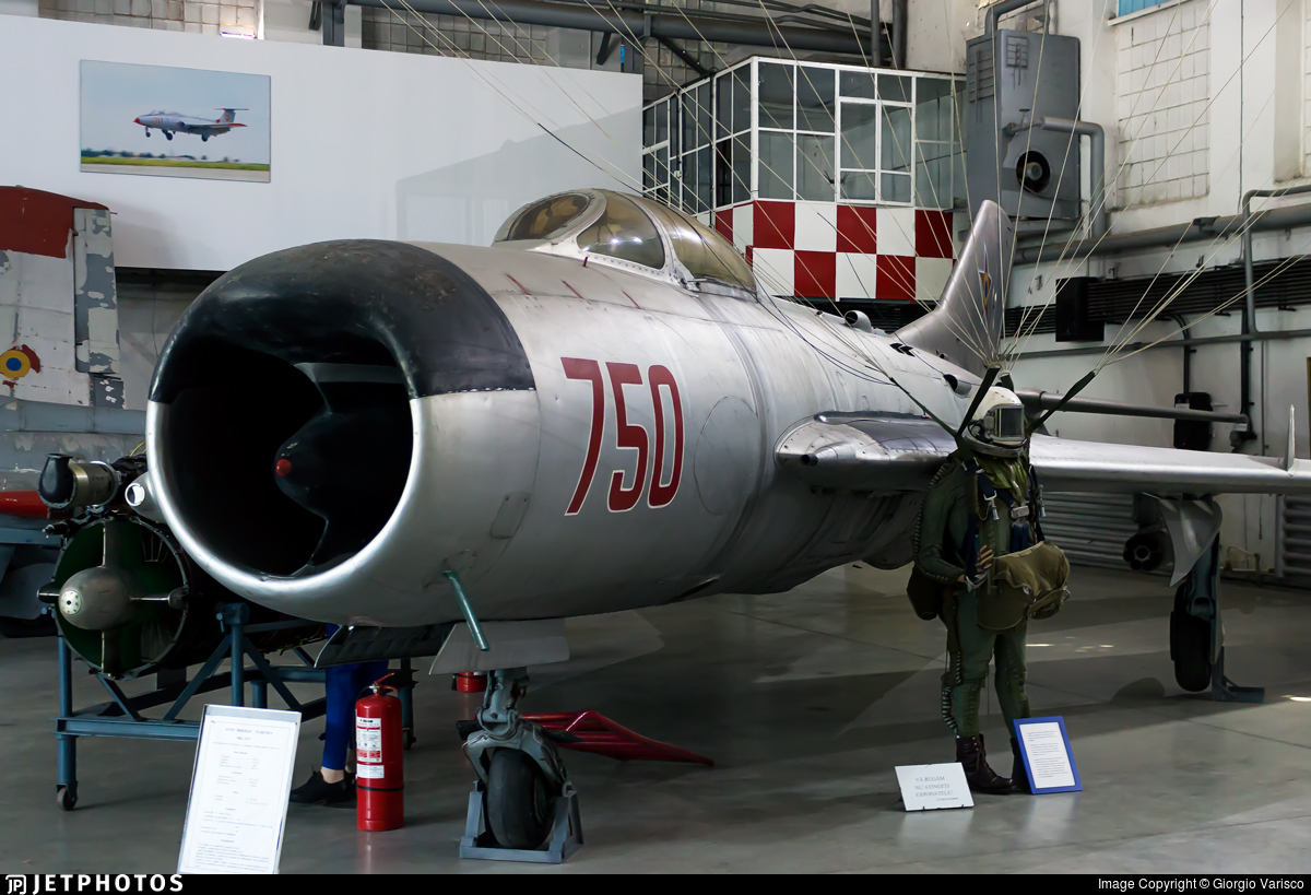 750 - Mikoyan-Gurevich MiG-19 Farmer - Romania - Air Force