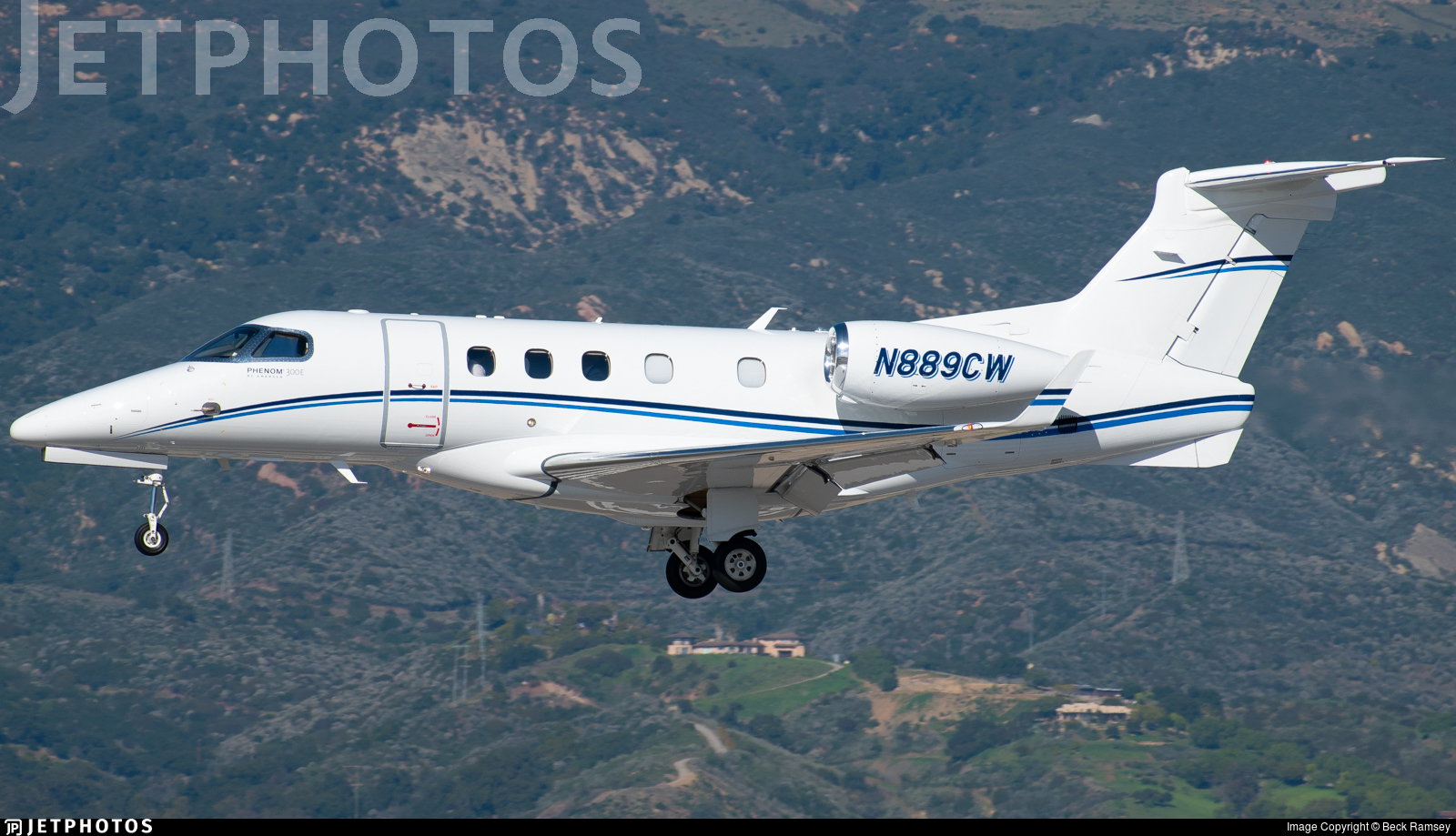 N889CW - Embraer 505 Phenom 300 - Private