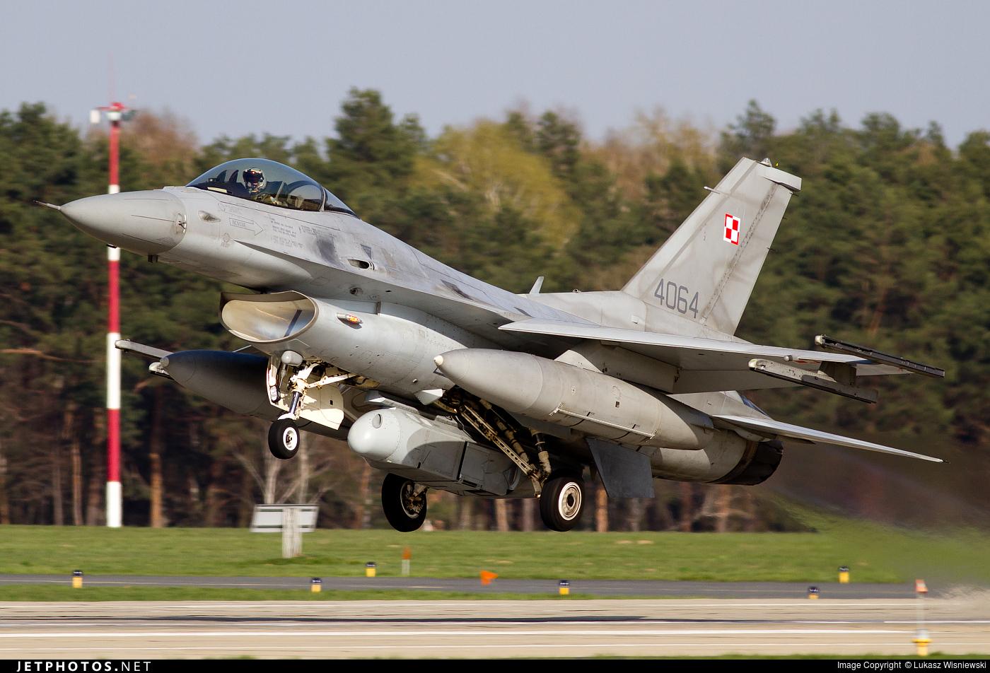 4064 - Lockheed Martin F-16C Fighting Falcon - Poland - Air Force