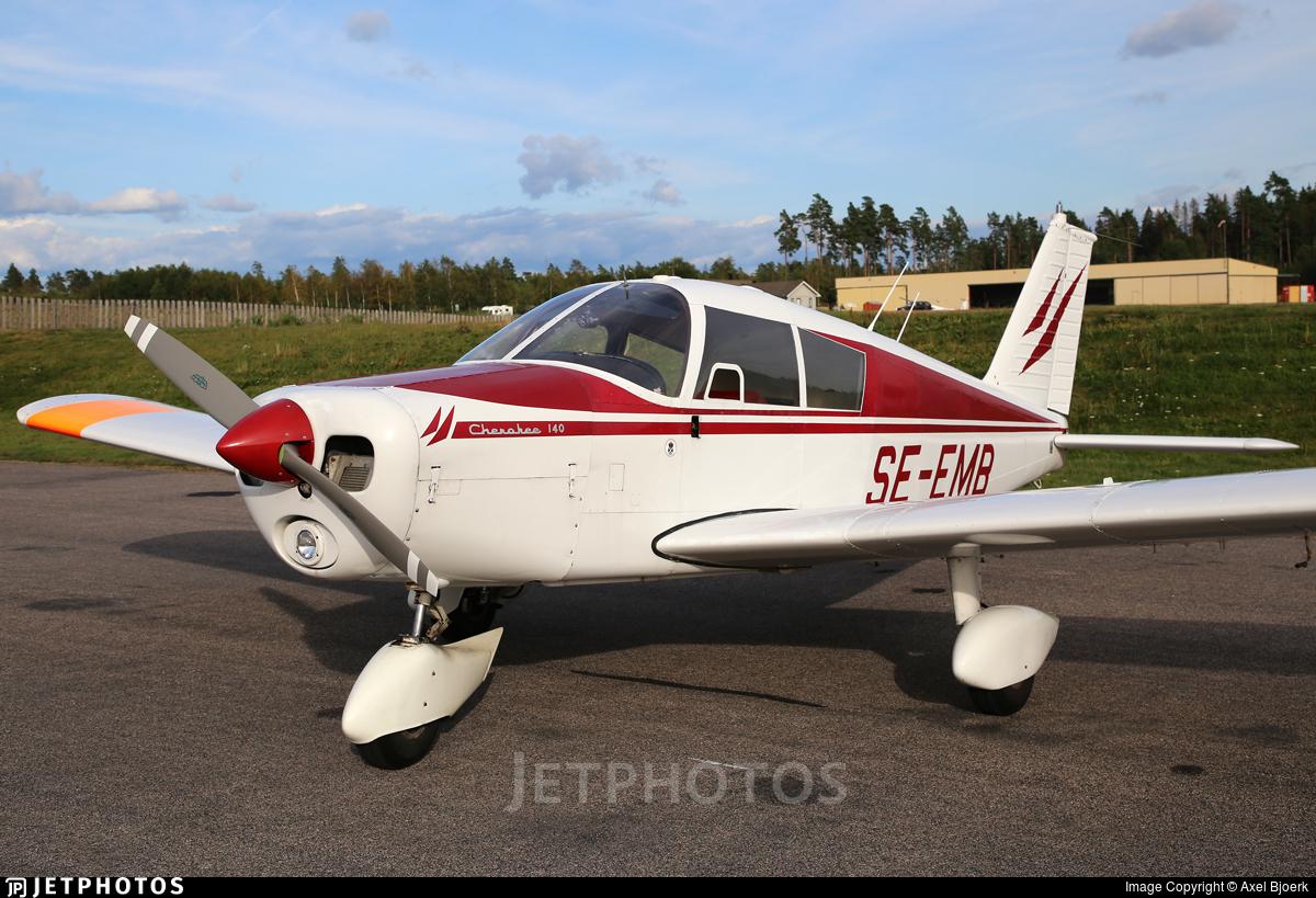 SE-EMB - Piper PA-28-140 Cherokee - Private