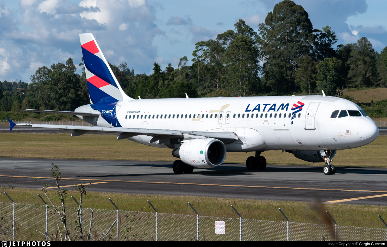 CC-BFD - Airbus A320-214 - LATAM Airlines