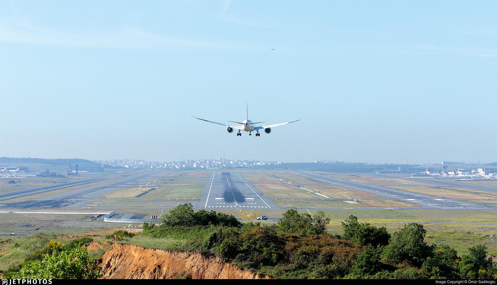 LTFM - Airport - Runway