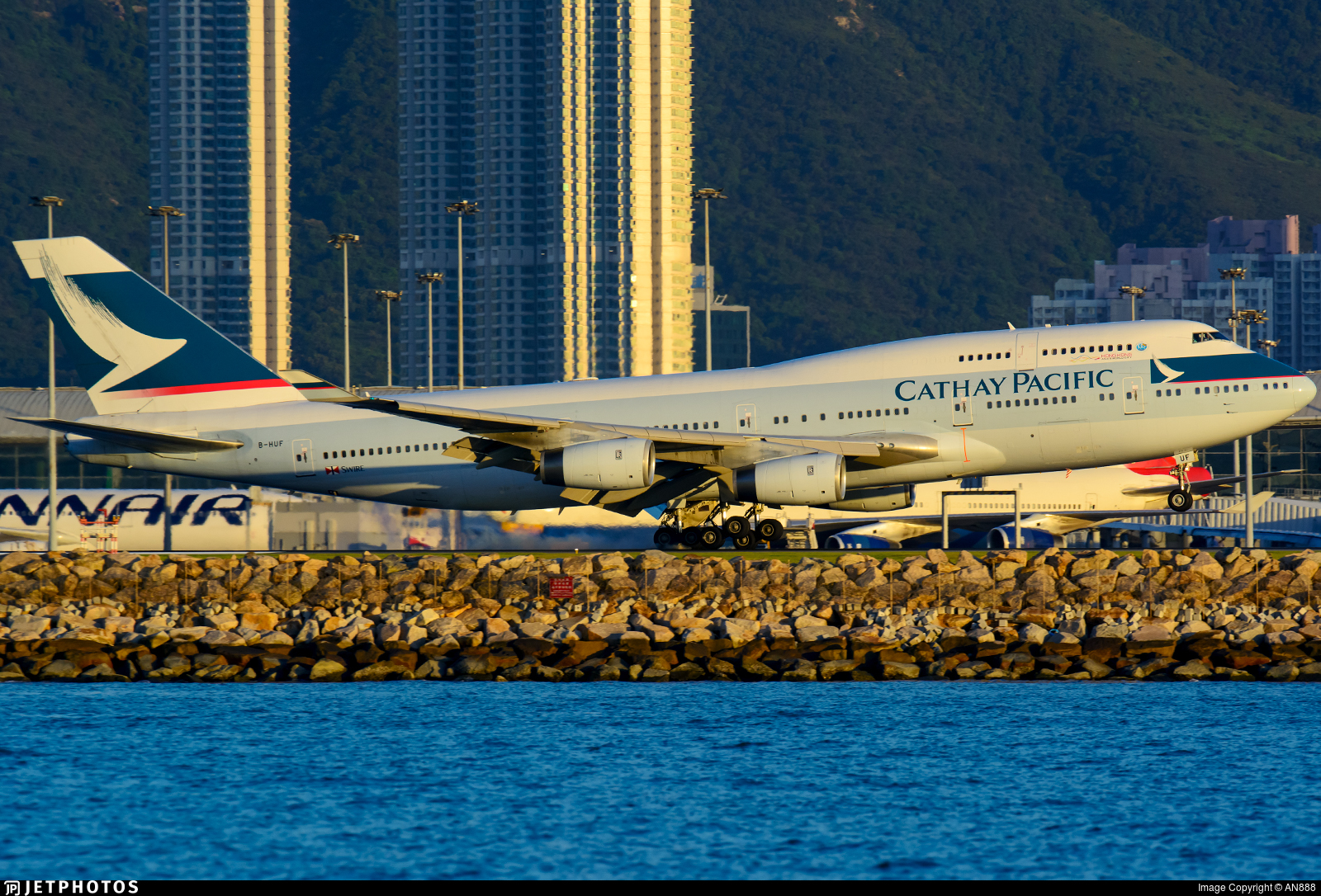 B-HUF - Boeing 747-467 - Cathay Pacific Airways
