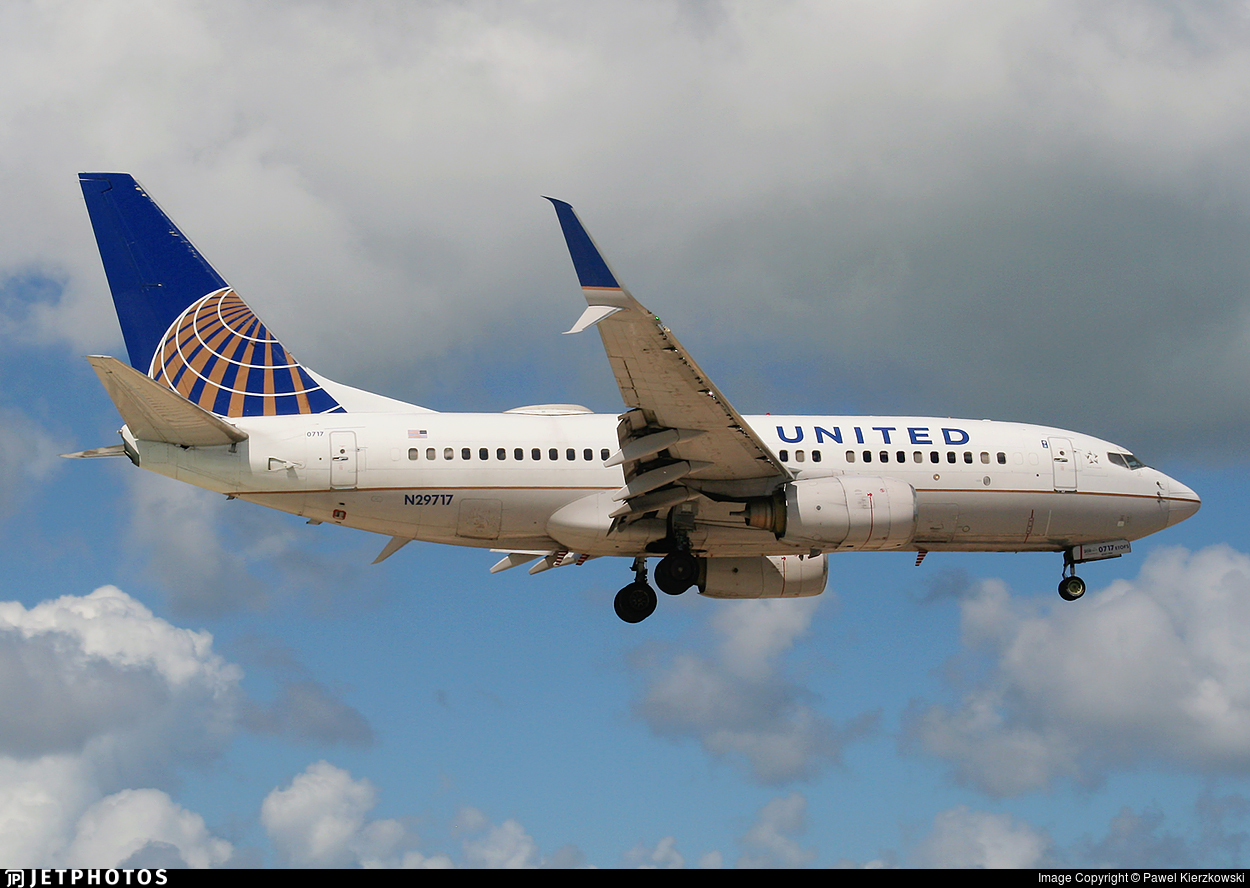 N29717 - Boeing 737-724 - United Airlines
