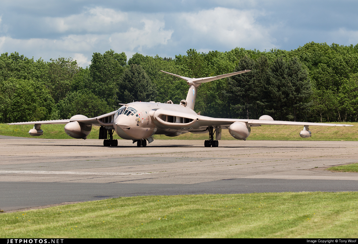 XM715 - Handley Page Victor K.2 - United Kingdom - Royal Air Force (RAF)