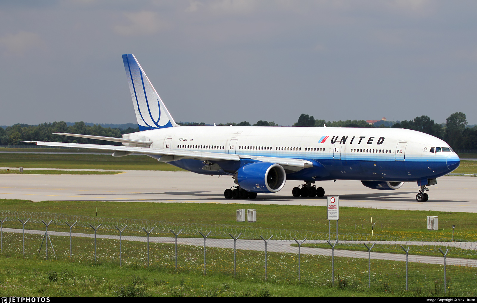 N772UA - Boeing 777-222 - United Airlines