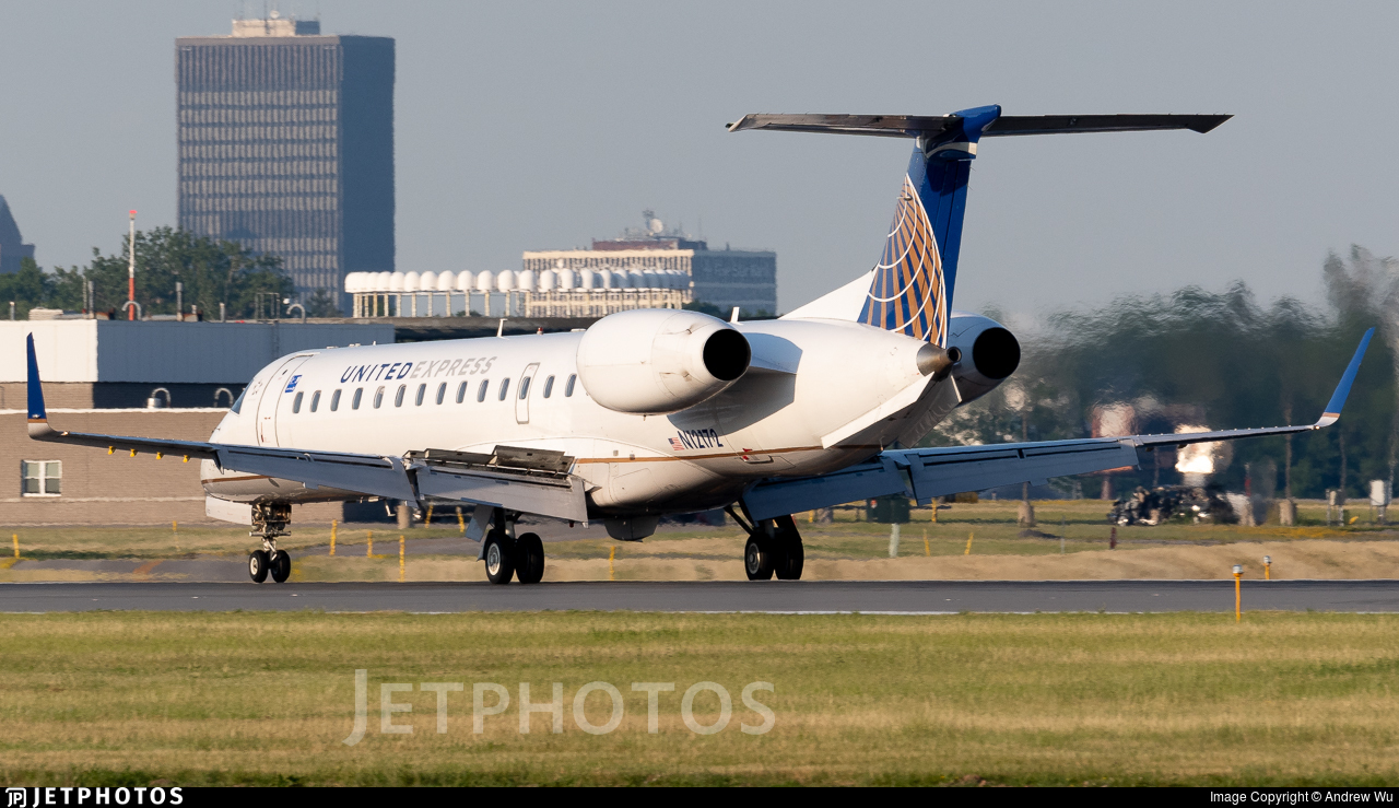 N12172 - Embraer ERJ-145XR - United Express (Commutair)