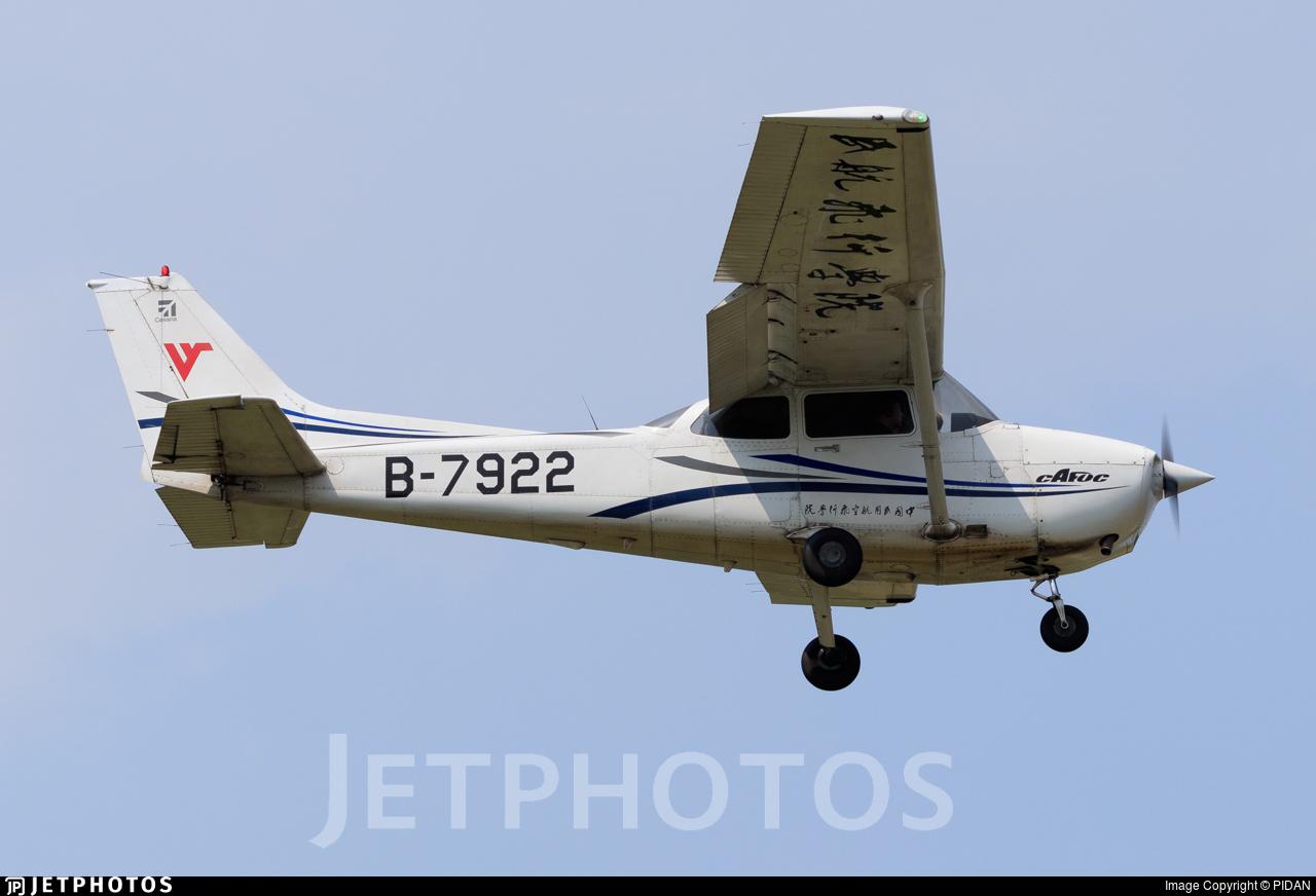 B-7922 - Cessna 172R Skyhawk - Civil Aviation Flight University of China