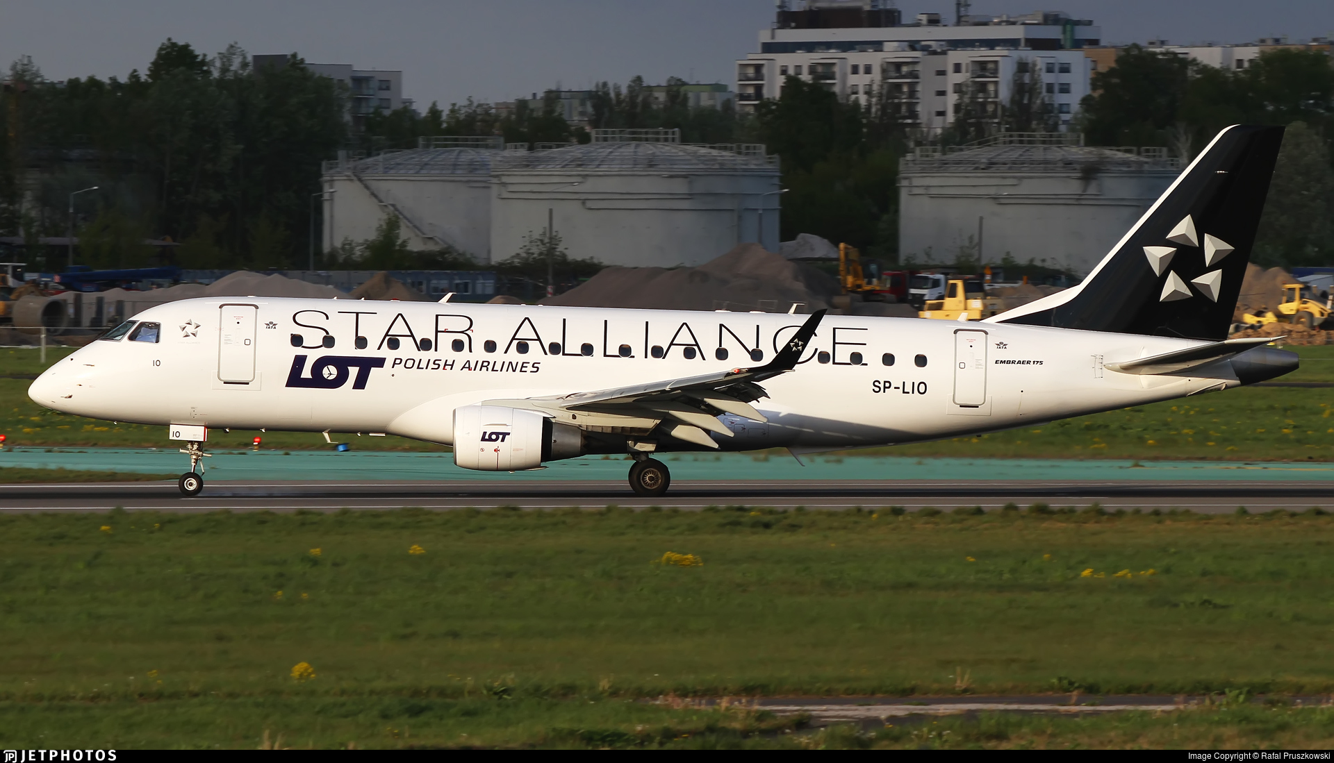 SP-LIO - Embraer 170-200LR - LOT Polish Airlines
