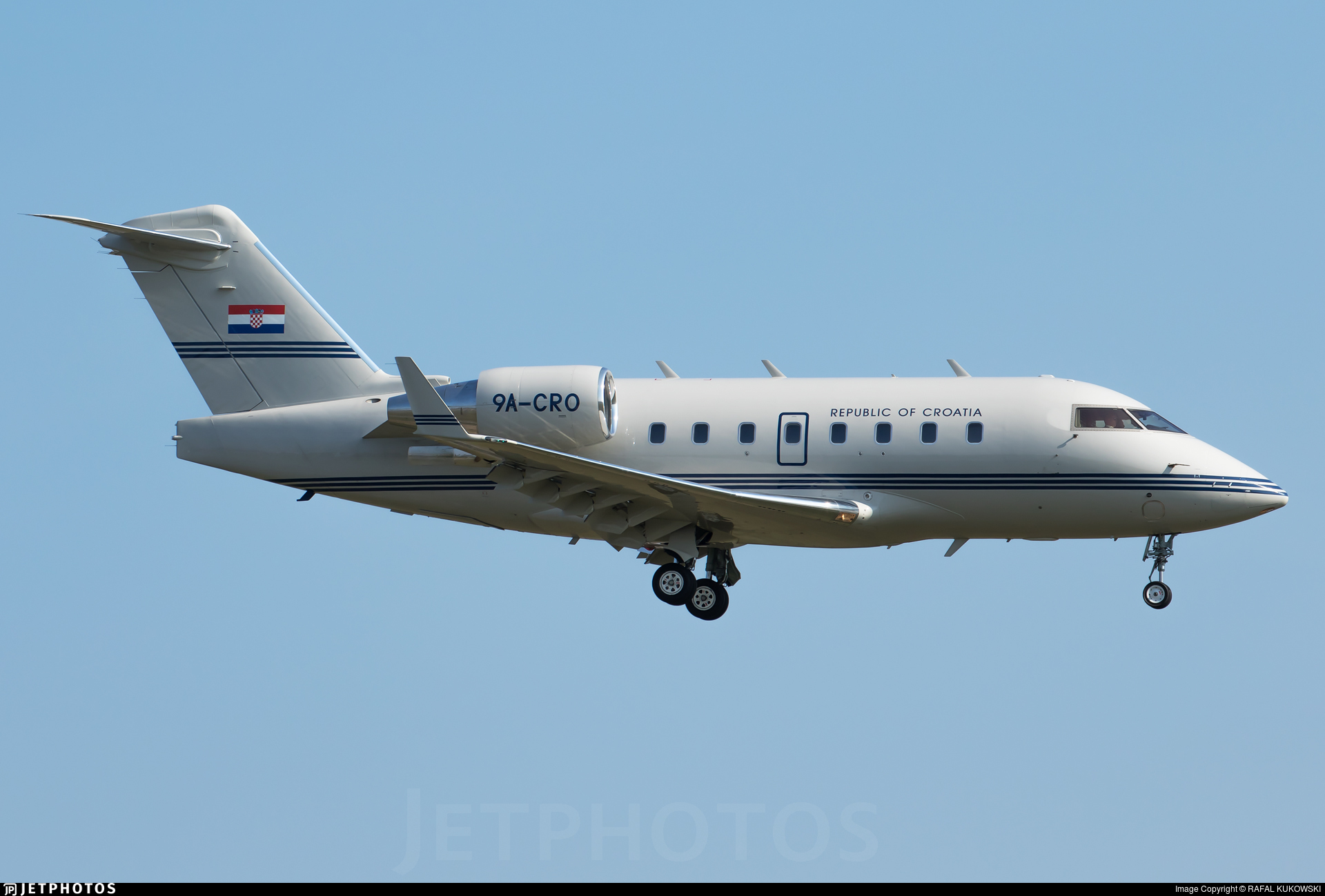 9A-CRO - Bombardier CL-600-2B16 Challenger 604 - Croatia - Government