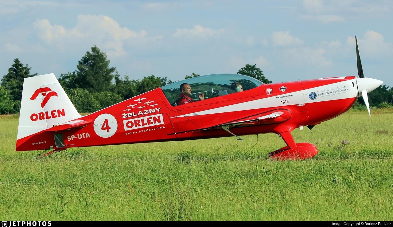 SP-UTA - Extra 330LX - Zelazny Aerobatic Team