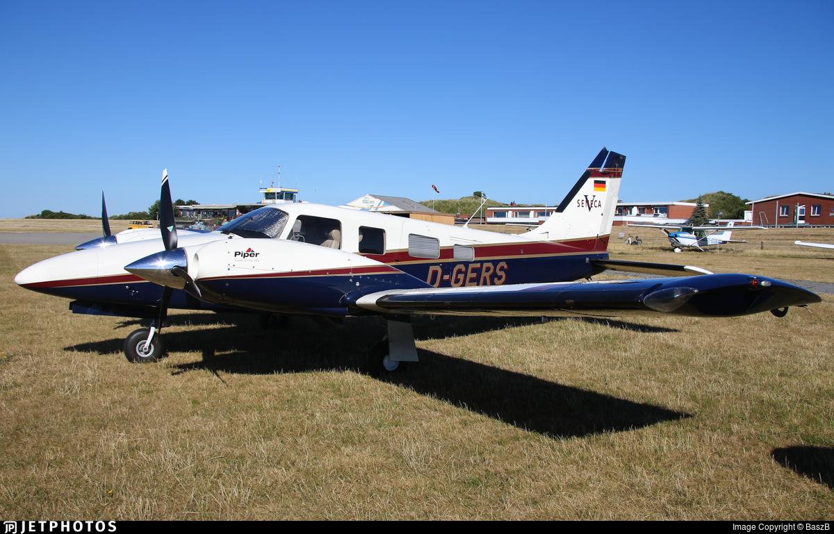 D-GERS - Piper PA-34-220T Seneca V - Private
